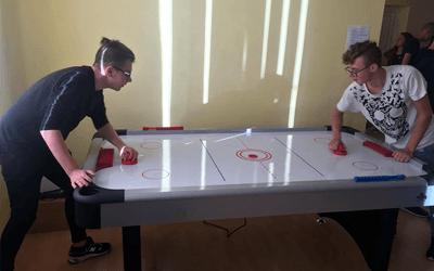Penktadienį įvyko stalo ledo ritulio (hockey) turnyras