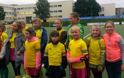 Širvintų sporto centro U-12 mergaičių komanda tapo Lietuvos vaikų žolės riedulio lygos NUGALĖTOJOMIS